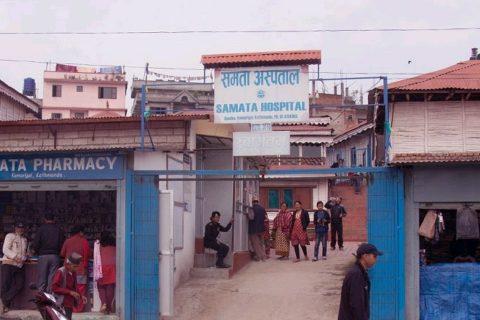 झुण्डिएको अवस्थामा कर्मचारीको शव भेटिएपछि अस्पताल तोडफोड
