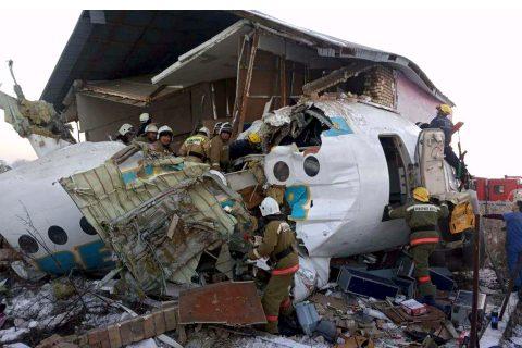 काजकिस्तानमा उडिरहेको विमान घरमाथि बज्रँदा १४ को ज्यान गयो