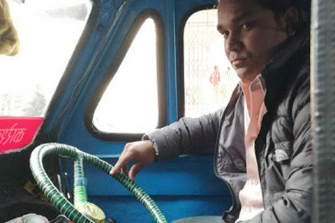 दुःखेको मन लिएर हरेक दिन काठमाडौंका सडकमा टेम्पो गुडाउने एक युवकको कथा