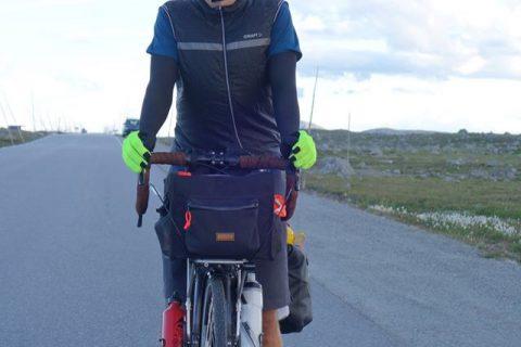 साइकल चढेरै नर्बेबाट नेपाल आउँदै एक नर्वेजियन युवा