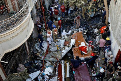 कराँची विमान दुर्घटना प्रकरण : ९७ जनाको मृत्यु भएको पुष्टि, २ जनाको उपचार हुँदै