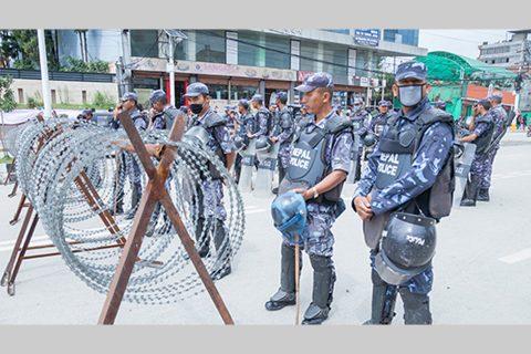 देश फर्कन मागगर्दै सिंहदबार पुगेका दर्जनौं चिनियाँ नागरिक र प्रहरीबीच झडप, ३८ पक्राउ