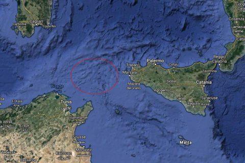 अबैध आप्रबासी लिएर इटली जाँदै गरेको पानीजहाज ट्युनिसियामा दुर्घटना, ४६ को मृत्यु, मृतक अधिकांश महिला