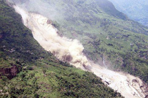 मध्यरातमा पहिरोले घर पुर्दा कालीकोटमा ४ को मृत्यु, अरु ४ बेपत्ता