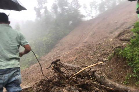 धादिङ्को त्रिपुरासुन्दरी गाउँपालिकामा पहिरोमा परी एकै परिवारका ३ को मृत्यु