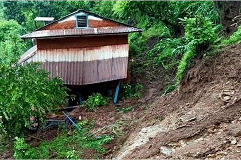 गुल्मीमा पहिरोबाट खसेको ढुंगाले च्यापेर एकै घरका ४ जनाको मृत्यु