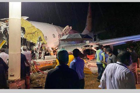 भारतमा विमान दुर्घटना, दुईजना पाइलटसहित कम्तीमा १६ को मृत्यु