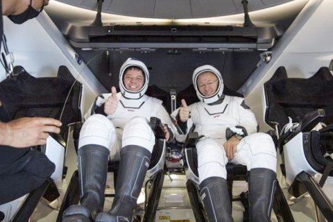 झण्डै ६५ दिन अन्तरिक्षमा बिताएर सकुशल पृथ्वीमा फर्किए दुई अमेरिकी अन्तरिक्ष यात्री