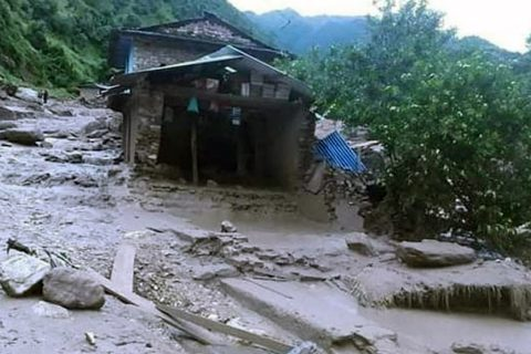 बाग्लुङ्गको ढोरपाटनमा बाढीले एकदर्जन बढी घर बगायो, ८ को मृत्यु, केही वेपत्ता